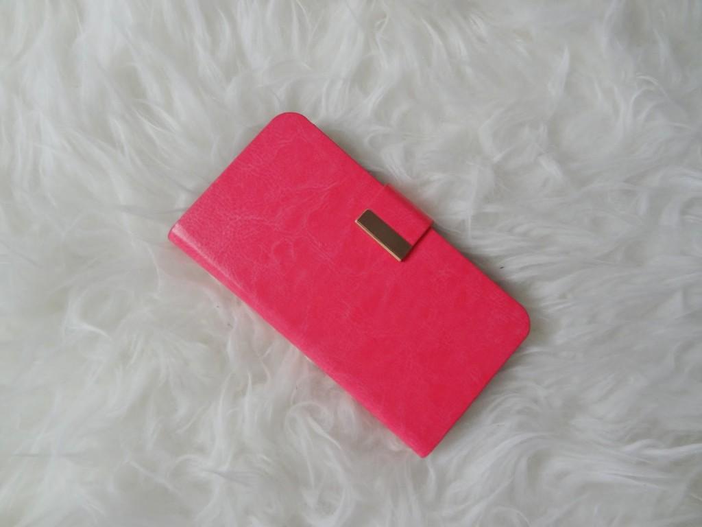 b0e5ae33484 Verder kreeg ik dit vrolijke telefoonhoesje/tasje! Echt een ontzettend  leuke kleur en ook hier vind ik het mooi dat er een soort kleurverschil in  het ...